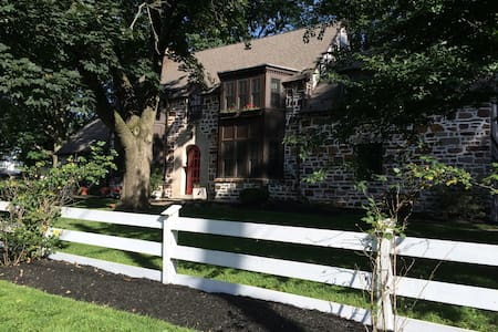 Beautiful  Tudor Home available - Bala Cynwyd