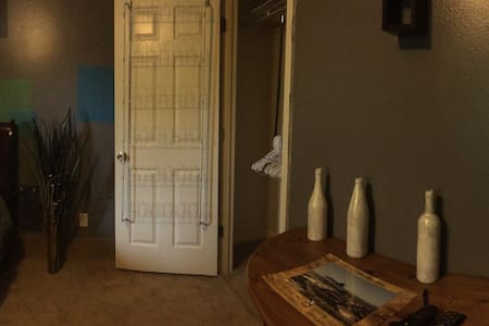 Private Room Minutes From The Beach