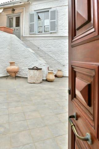 Είσοδος/Entrance