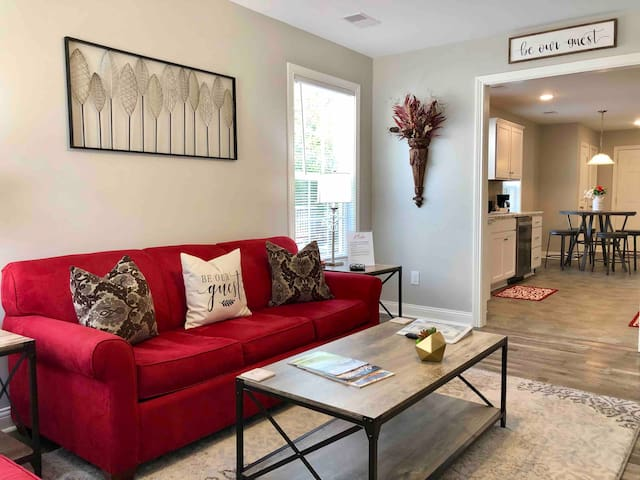 Private 5 star home in DT Richmond/7 min from i75!