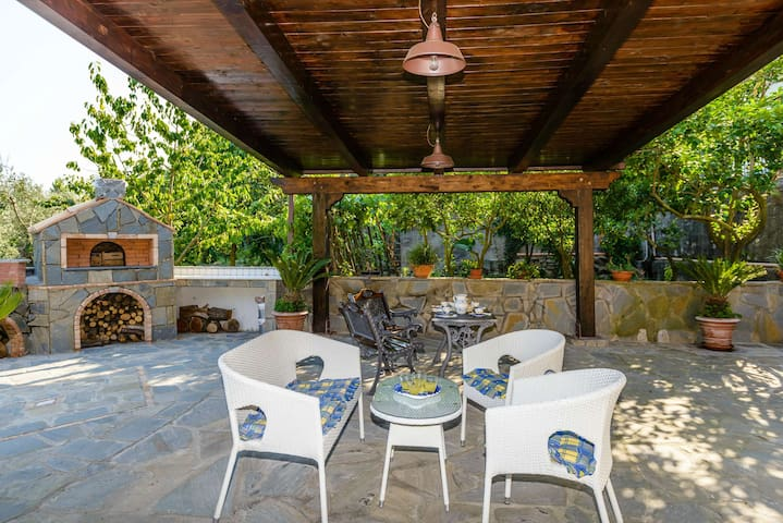 Apt with lovely outdoor patio