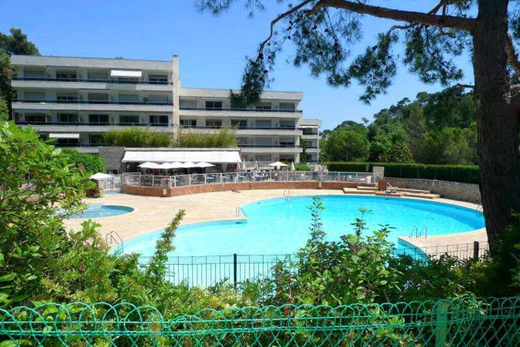 Big studio swimming pool aircon apartments for rent for Asptt marseille piscine