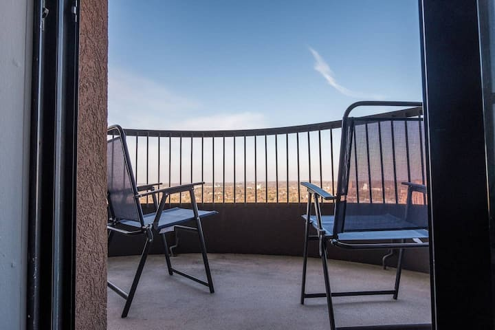 Inviting + Bright 1BR Apt w/ Views of the River
