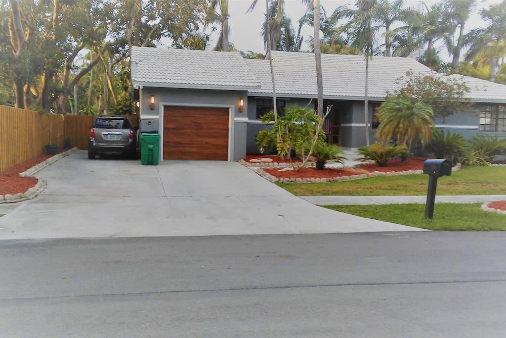 beautiful home in upscale palmetto bay - very modern