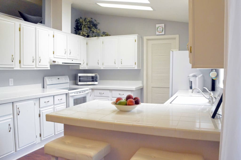Clean, Bright Full Kitchen for your use