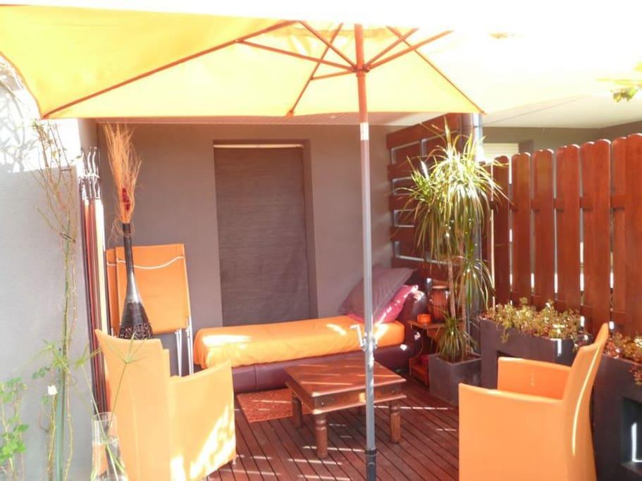 Terrasse couverte en extérieur / Joli coin repos