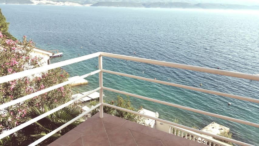 Sunny apartment with sea view - Lokva Rogoznica - Apartamento