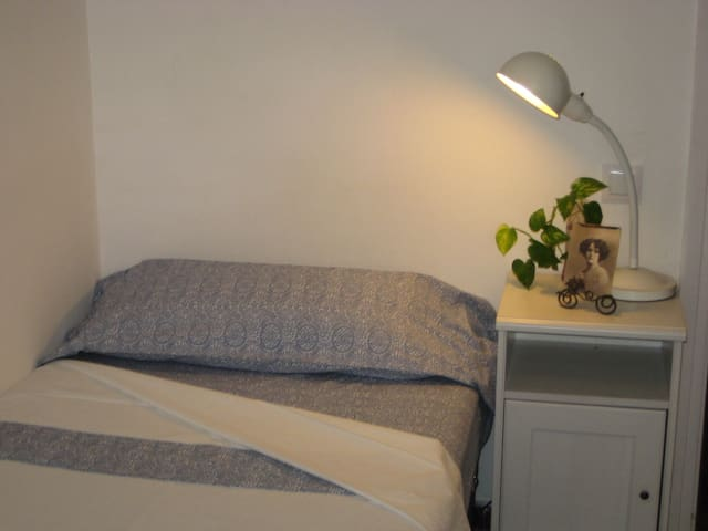 Chic and cheap room  (only girls)