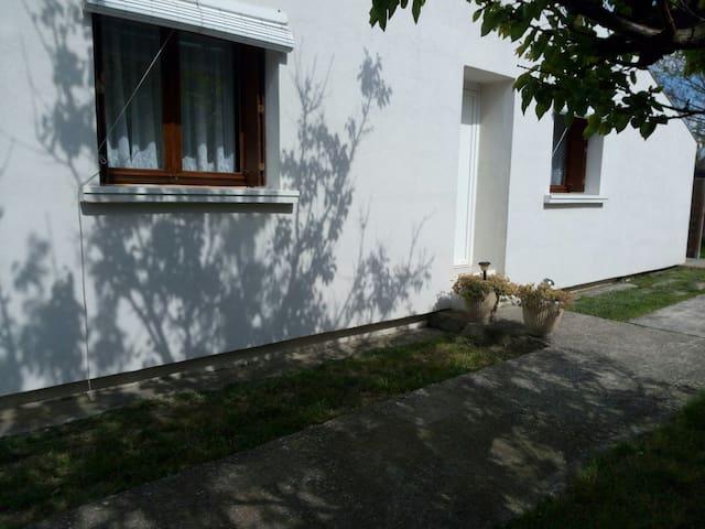 3 pièces tout confort avec parking - Nîmes - House