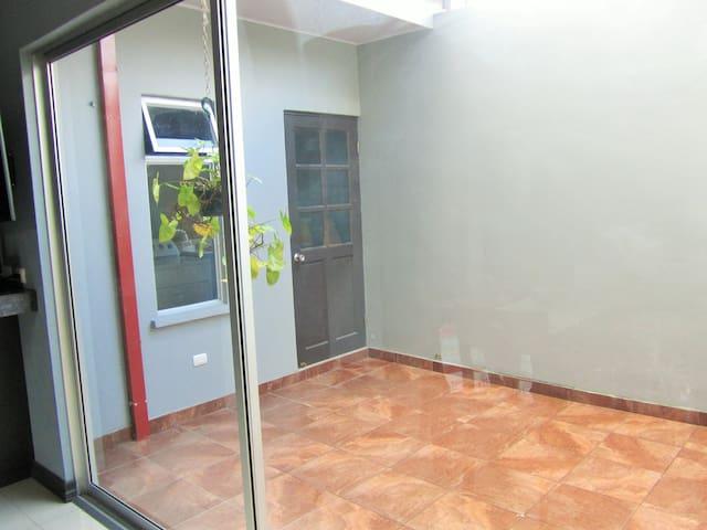 Apartamento amueblado en Santo Domingo, Heredia - Santo Domingo - Pis