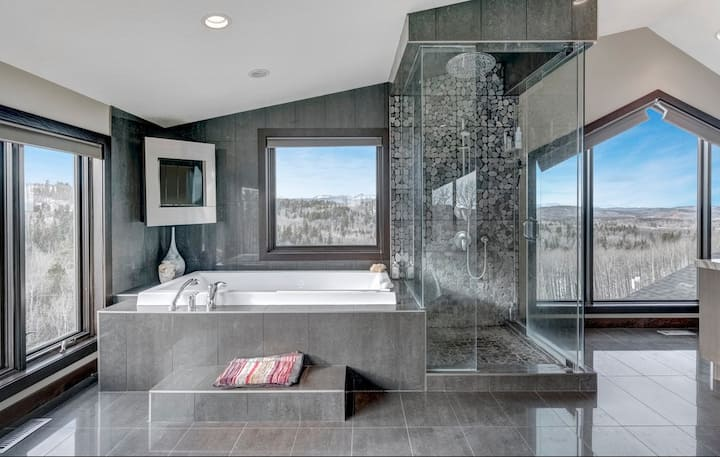 Special occasion penthouse room, mountain views
