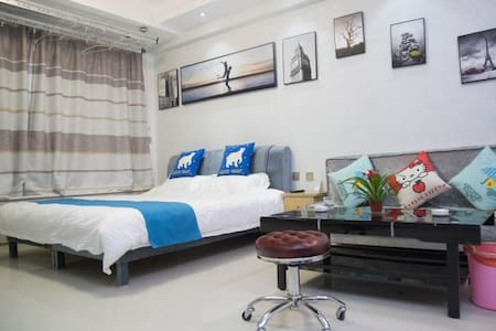 皇家学府聚赢公寓大床房。。
