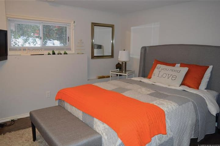 Queen size bed & large closet