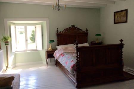 Très belle chambre à la ferme - Saint-Georges-Montcocq