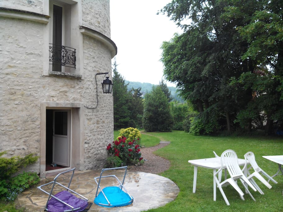 Colombier 45 km de paris houses for rent in n zel le for Jardin 5 thoiry