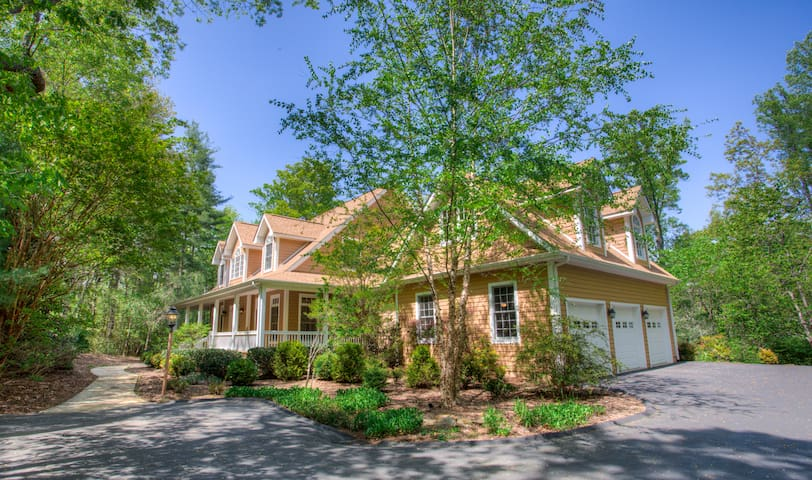Deerhaven Hideaway; Luxurious Convenience to Biltmore Park and Asheville