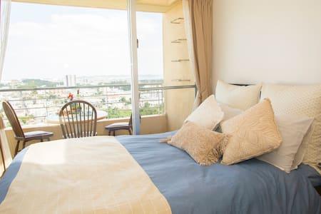 【302】高台から望む景色をお楽しみください♡大きな窓を開けると爽やかな風が流れ込むお部屋です☆