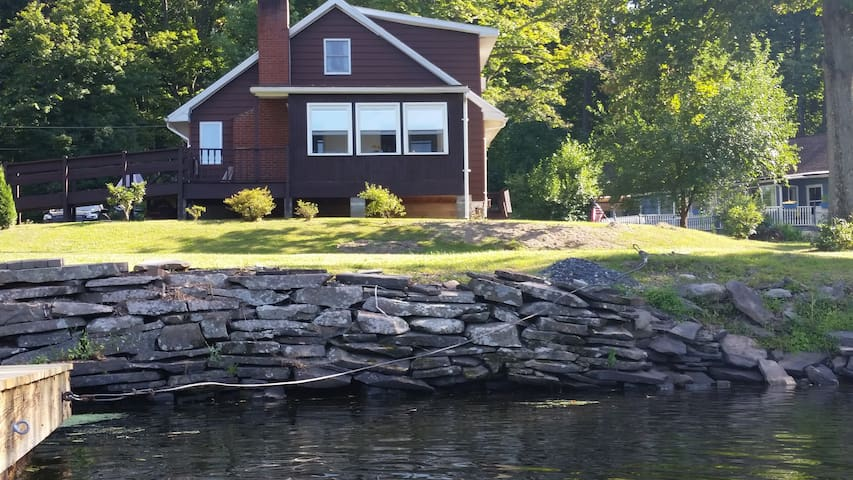 Waterfront 3BR Home in Hudson Valley, Catskills