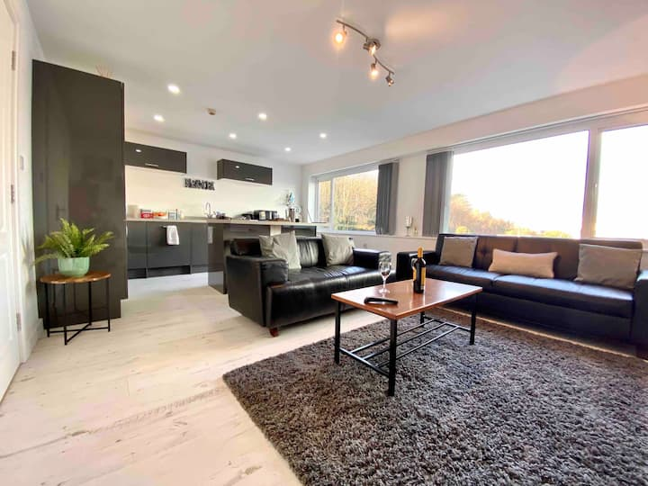 Staycation In Ramsey Contemporary Apartment