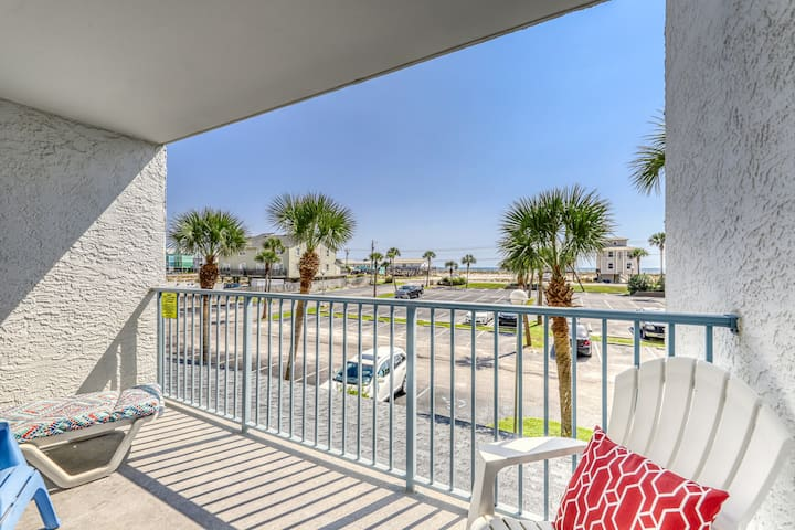 Lovely low-rise condo w/ Gulf views, pier, pool, tennis court, & hot tub!