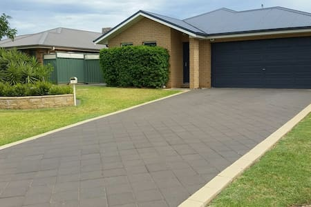 Weeknight comfort and convenience - Dubbo - Hus