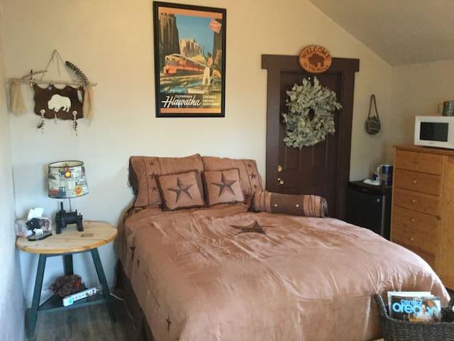 Room/Bunkhouse on Yak & Bison Ranch - Bend - Cabane