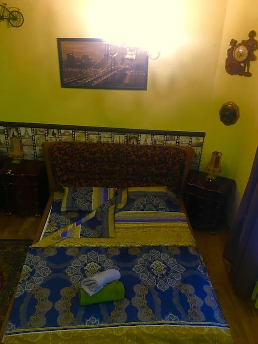Большая 2х спальная кровать