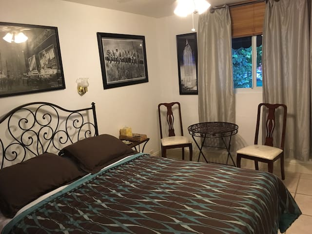 Room w/private bath and free MIA pickup/breakfast - Miami - Bed & Breakfast
