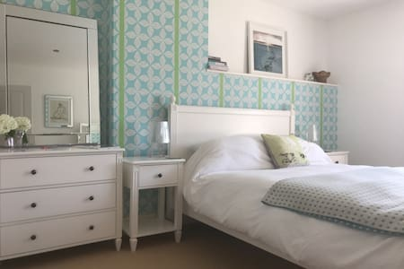 Gorgeous ensuite room & home breakfast included