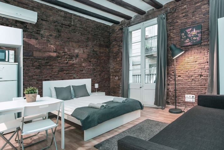 Design room for 4 people Gothic Quarter