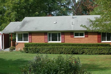 Basement with 2 beds and 1 bath - Annandale - House