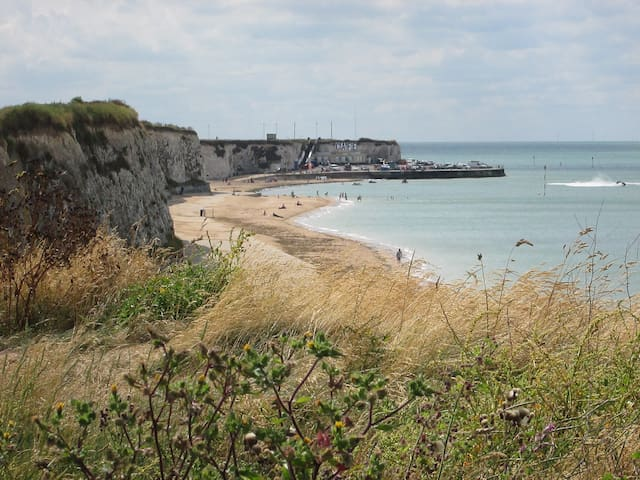 Sun, sea and lovely coastal walks...what better way to get away from hustle and bustle