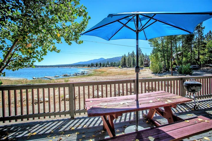Sunrise Cabin Lakefront Single Level Resort Home w/ Spectacular Views