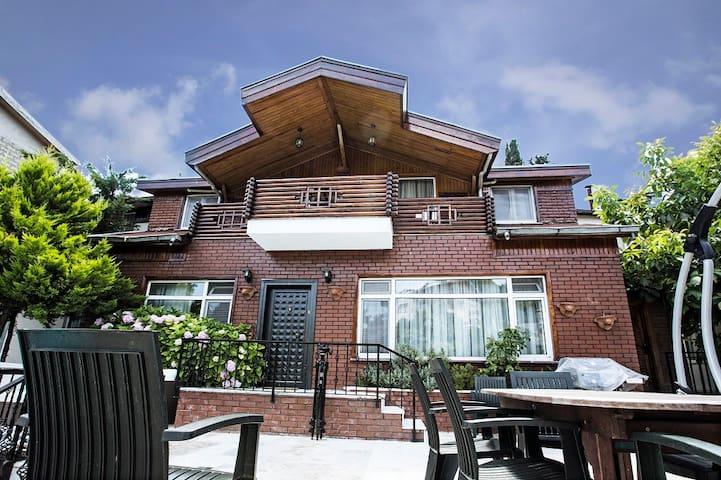 DELUXE 4+1 HAVUZLU LÜKS VİLLA - Büyükada,  Adalar - 別荘