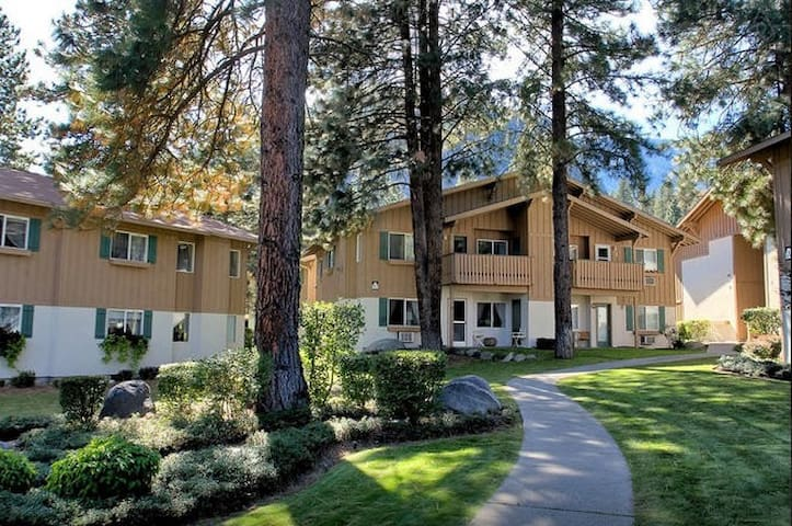 Bavarian Condo - 1 mile from town - Leavenworth - Flat