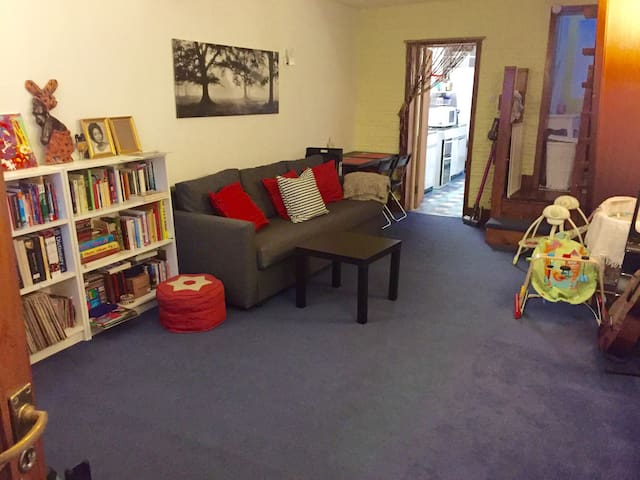 Cosy room, 20 min to Central London - London - House