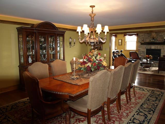Luxury 9,000 sqft. 10 Mins to Phila - Gloucester Township - Huis