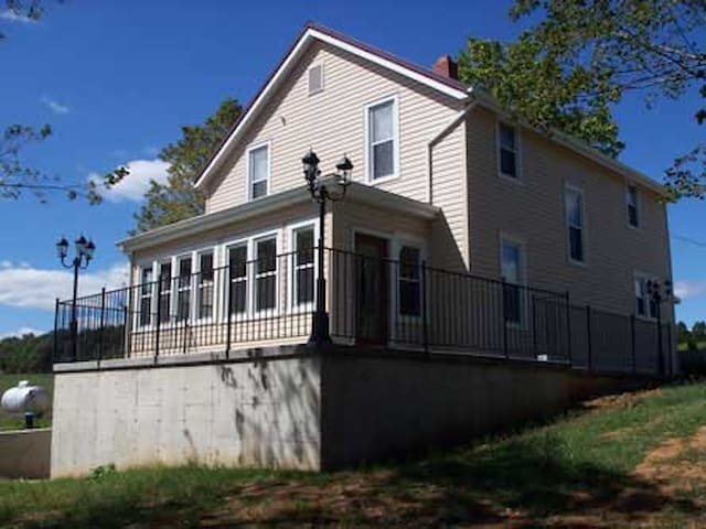 Vineyard House 7 - Ste. Genevieve - Bed & Breakfast