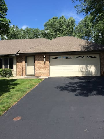 Ryder Cup Rental Home in Minnetonka 4BR/2.5BA - Minnetonka - Appartement