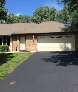 Ryder Cup Rental Home in Minnetonka 4BR/2.5BA - Daire