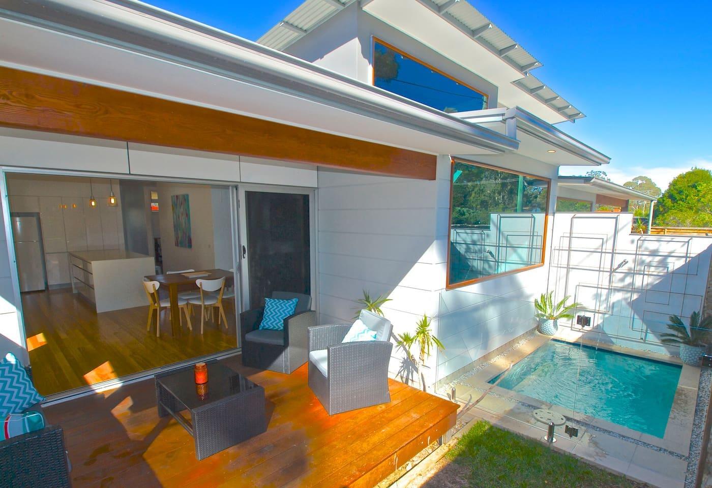 Relaxing indoor-outdoor flow