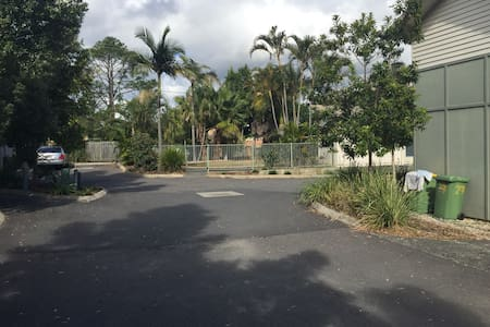 master bed room with own toilet - Logan Central - Talo