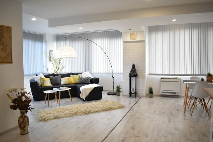 Bright 2BD with Panoramic view