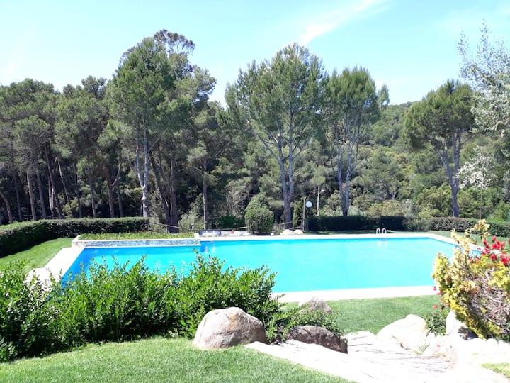 Apartamento con piscina a 700 m de la playa