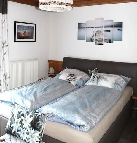 """gemütliches Doppelbettzimmer """"Steg"""" im Haus Kofler"""