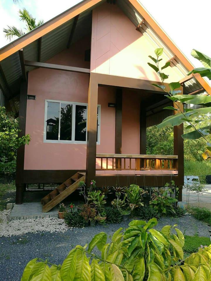 บ้านสวนตะเพาทอง (Baan Suan Taphao Thong)