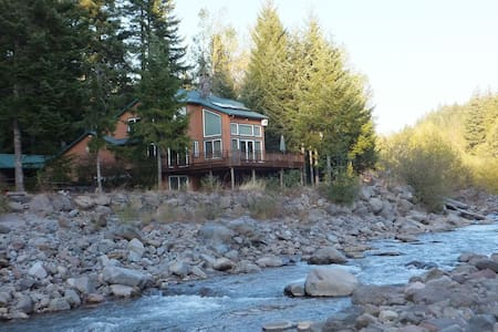 Private Chalet on Sandy River - Rhododendron