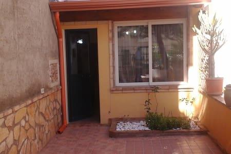 Casa con giardino + Wifi gratuito  - Canicattì