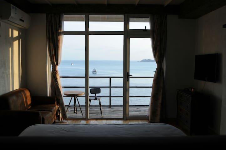 这里离现实不远,离梦想很近~一座可以躺着看海的房子