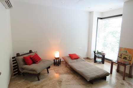 Luxury Apt. With Balcony & Ensuite - Neu-Delhi - Haus